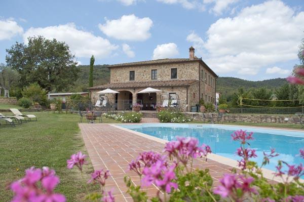 Villa con piscina privata in toscana ampio giardino 6 for Cercasi divano letto in regalo